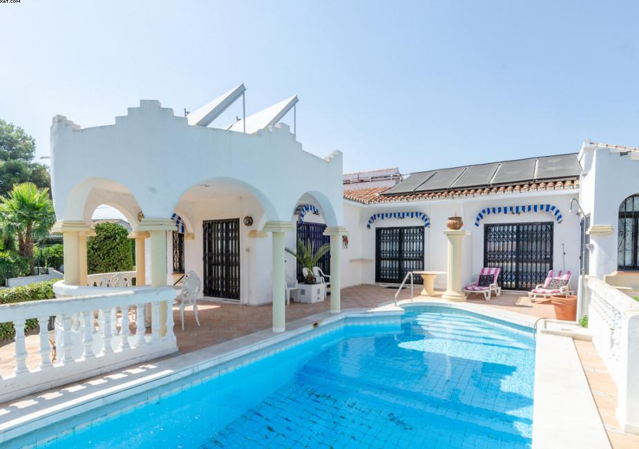 R3232588: Villa in El Chaparral