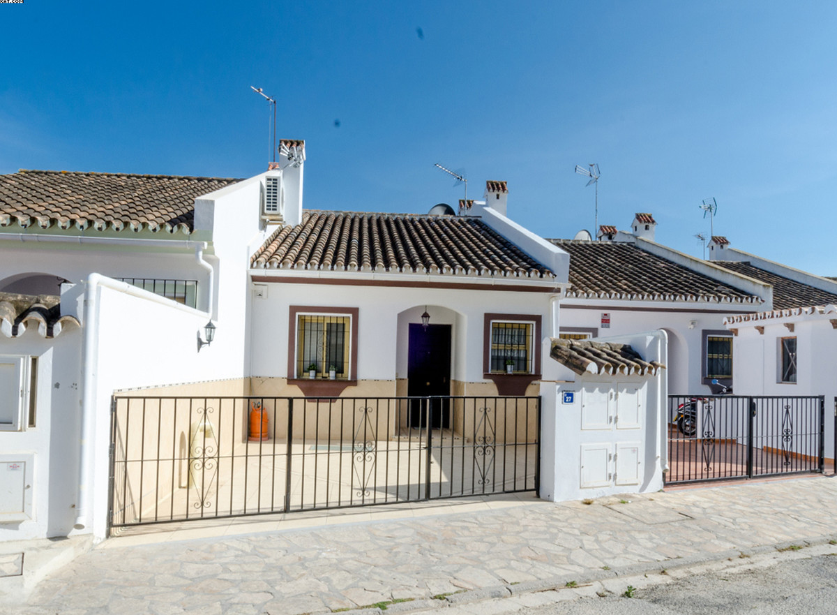 A beautiful completely renovated Townhouse located in the heart of La Sierrezuela.  This property or,Spain