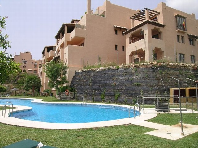 Middle Floor Apartment for sale in Calahonda R2081393