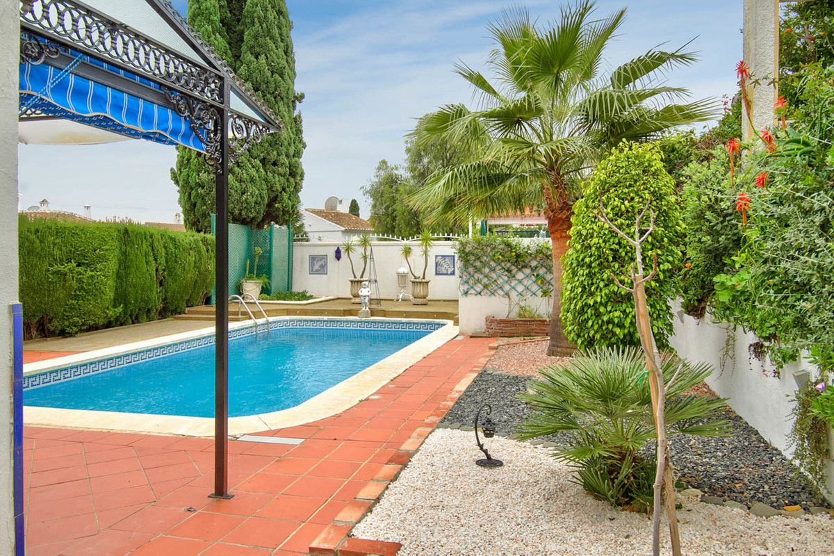 PRICE JUST REDUCED! Perfect location! An excellent, private and quiet villa located within a couple ,Spain