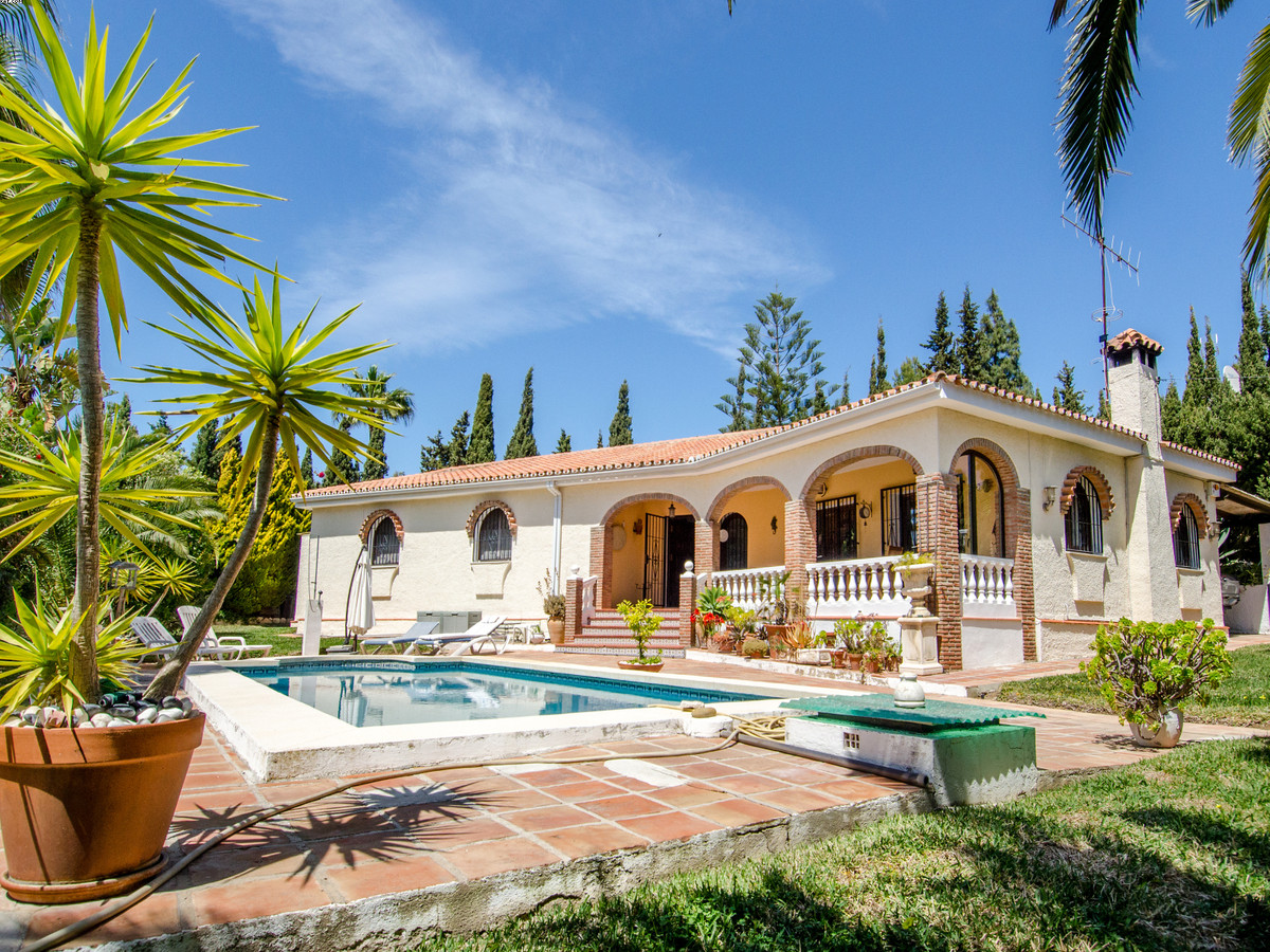 *** Massive price reduction from €695,000*** Well appointed one level 3 bedroom villa located on a f,Spain
