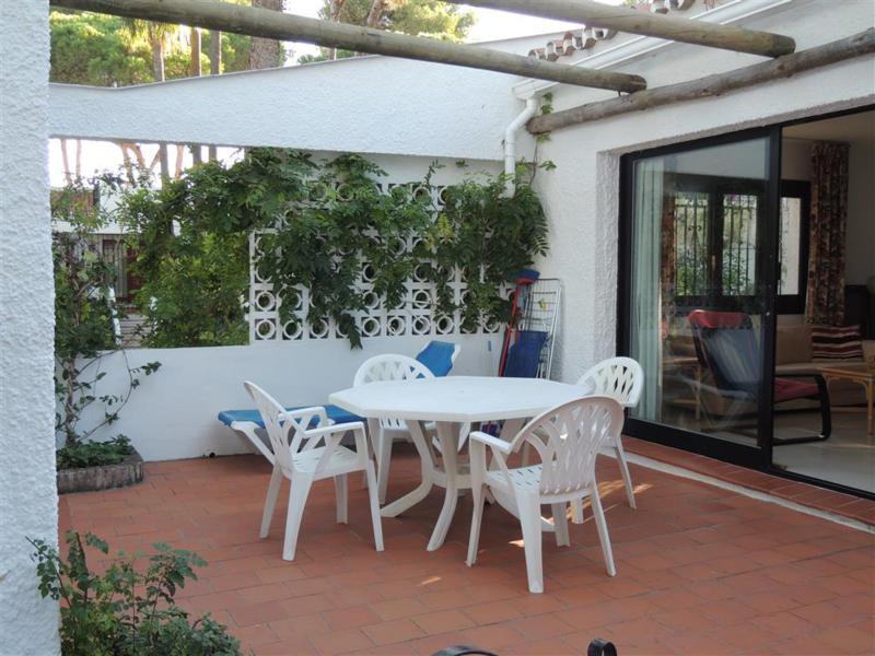 Bungalow, Calahonda, Costa del Sol. 2 Bedrooms, 1 Bathroom, Built 80 m², Terrace 15 m², Garden/Plot ,Spain