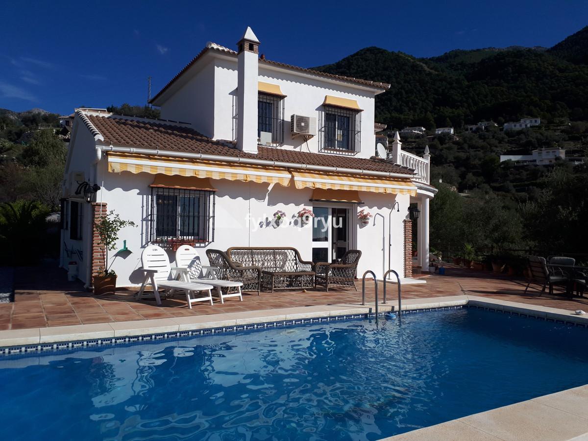 Detached Villa, Alcaucin, Costa del Sol East. 3 Bedrooms, 3 Bathrooms, Built 212 m², Garden/Plot 231,Spain