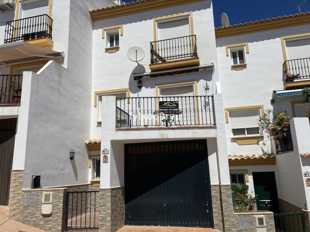 Townhouse, Periana, Costa del Sol East. 3 Bedrooms, 3 Bathrooms, Built 191 m², Garden/Plot 67 m².  S,Spain