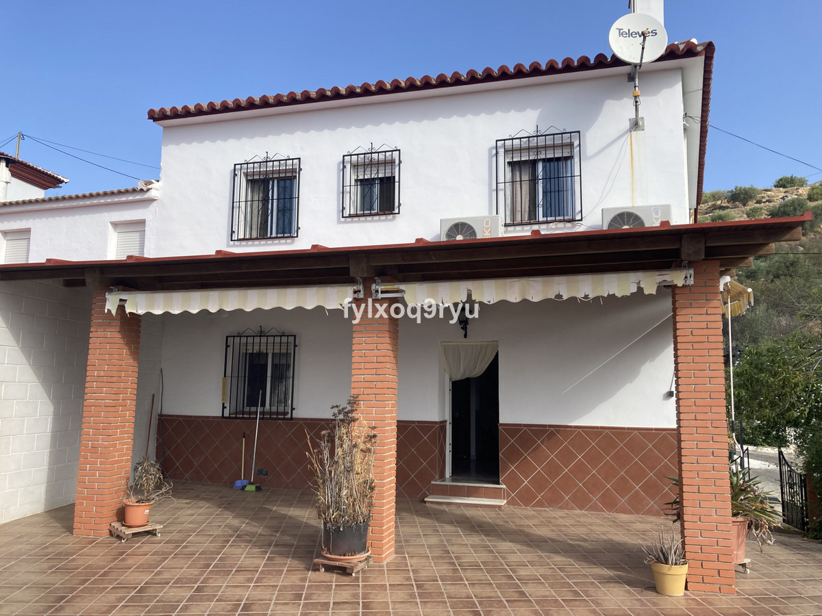 Finca - Cortijo, Alcaucin, Costa del Sol East. 4 Bedrooms, 2 Bathrooms, Built 46 m², Garden/Plot 92 ,Spain