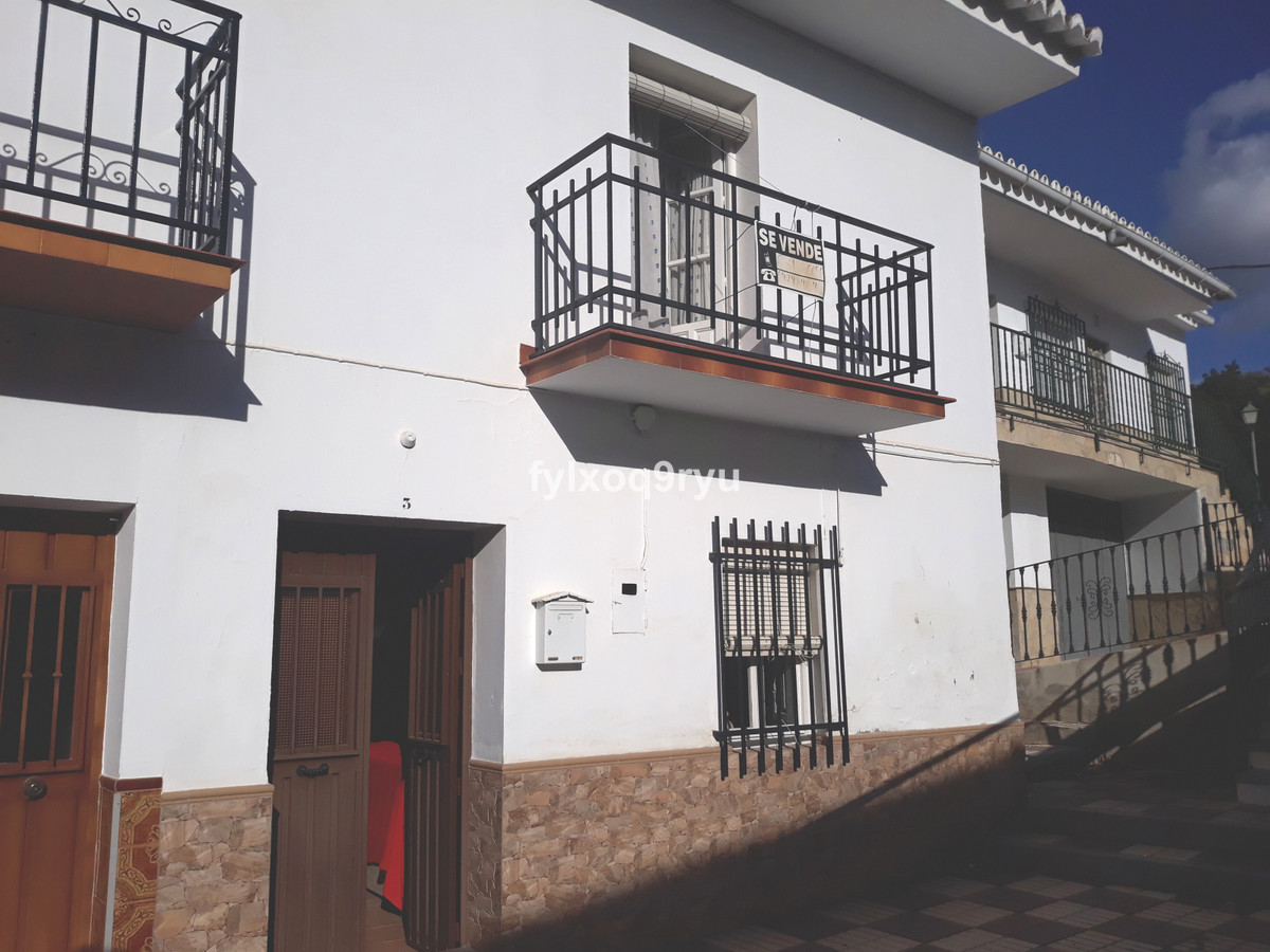 Townhouse, Riogordo, Costa del Sol East. 3 Bedrooms, 2 Bathrooms, Built 196 m², Garden/Plot 252 m². ,Spain