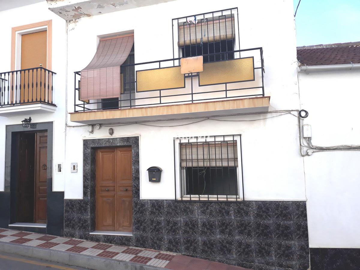 Townhouse, Riogordo, Costa del Sol East. 3 Bedrooms, 1 Bathroom, Built 120 m², Garden/Plot 106 m².  ,Spain