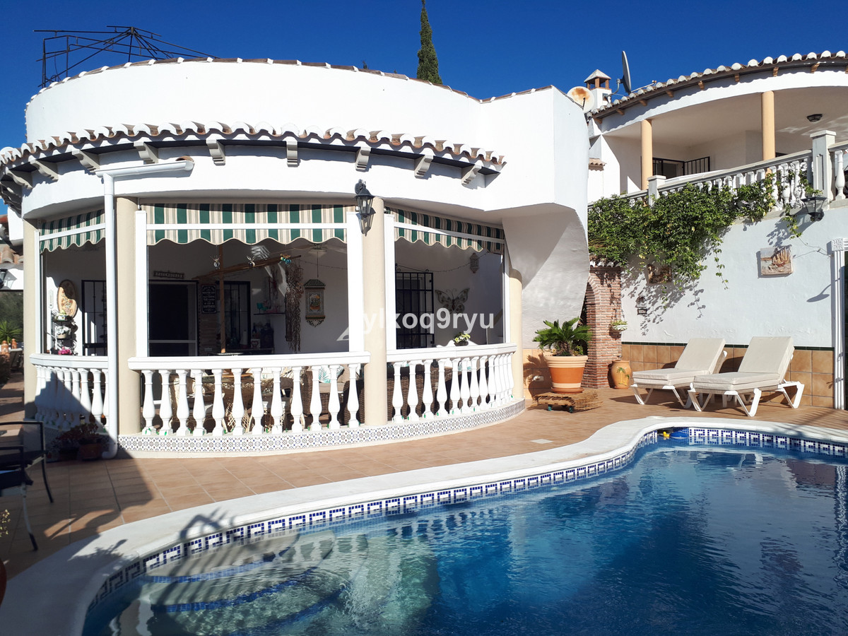 Detached Villa, Puente don Manuel, Costa del Sol East. 3 Bedrooms, 4 Bathrooms, Built 158 m², Garden,Spain