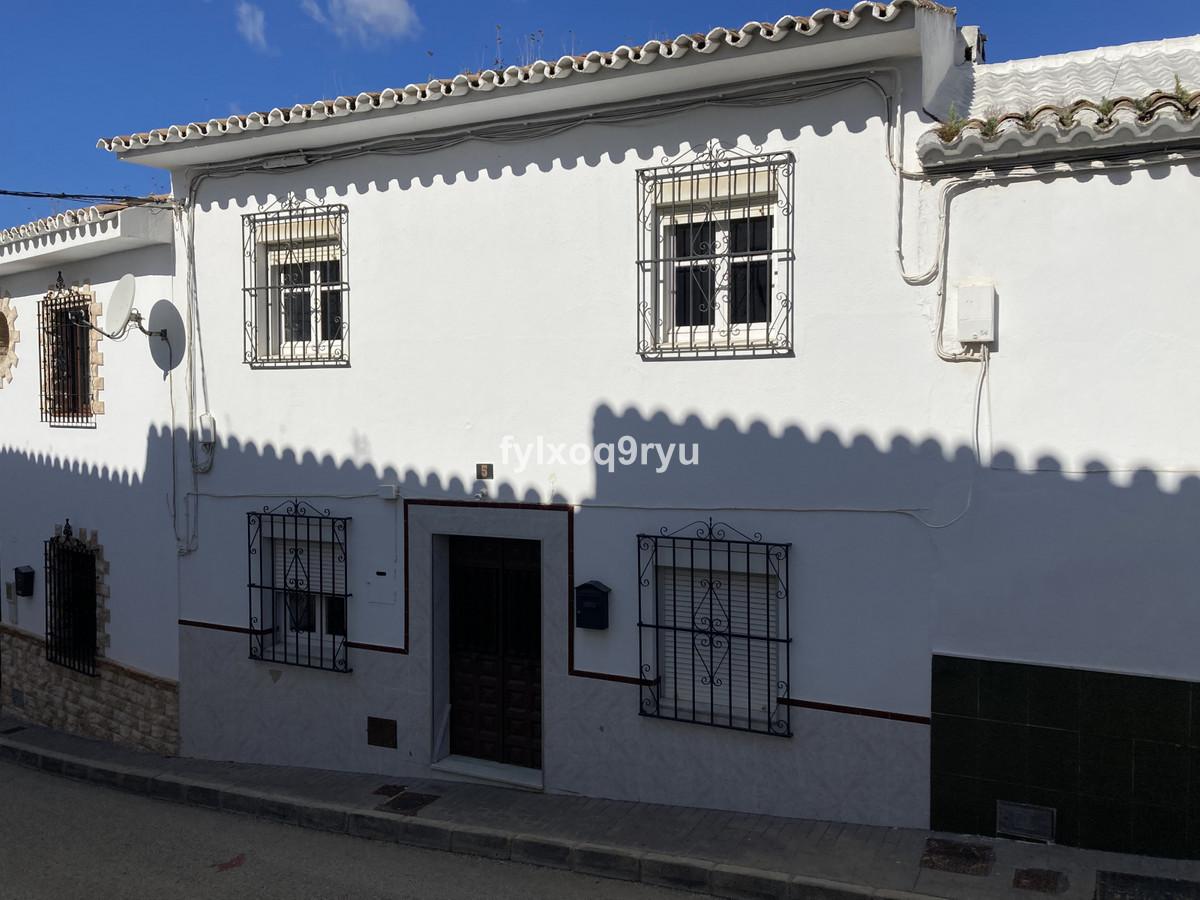 Townhouse, Riogordo, Costa del Sol East. 3 Bedrooms, 2 Bathrooms, Built 115 m², Garden/Plot 84 m².  ,Spain
