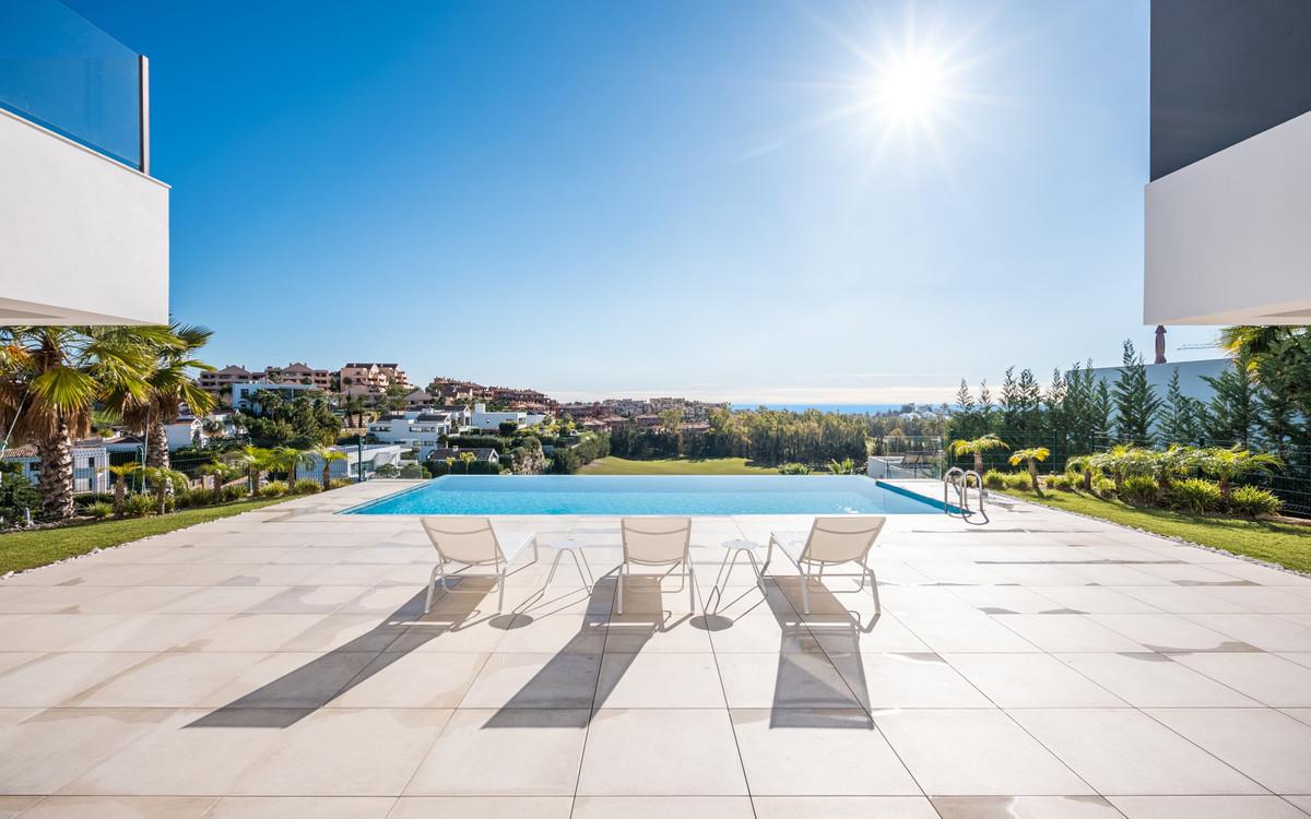 Detached Villa, Benahavis, Costa del Sol. 5 Bedrooms, 5 Bathrooms, Built 510 m², Terrace 147 m², Gar,Spain