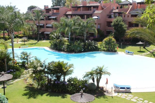 Precioso Atico situado en Guadalmina Baja en Urbanizacion Alhambra del Golf.  Consta de 2 dormitorio,Spain