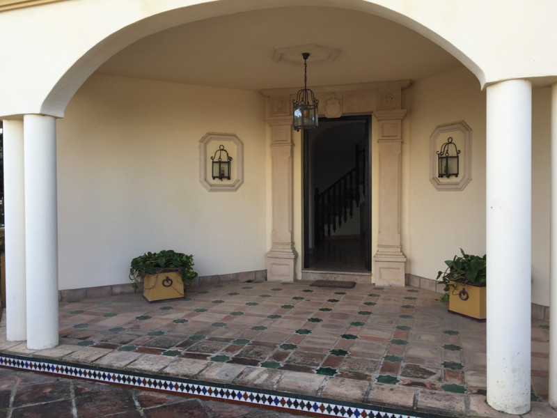 Detached Villa for sale in Guadalmina Baja R2350454