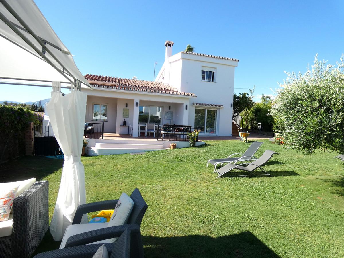 OPORTUNIDAD!!!! Villa, San Pedro de Alcantara, a 500m de la playa 5 Bedrooms, 3 Bathrooms, Built 150,Spain