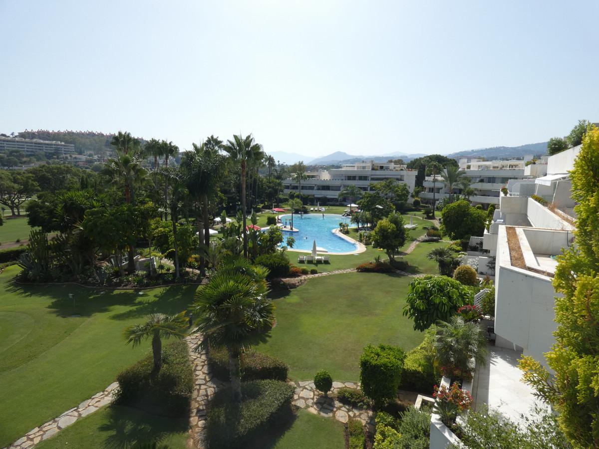 Penthouse, Las Brisas, Costa del Sol. 4 Bedrooms, 4.5 Bathrooms, Built 263 m², Terrace 379 m².  SettSpain