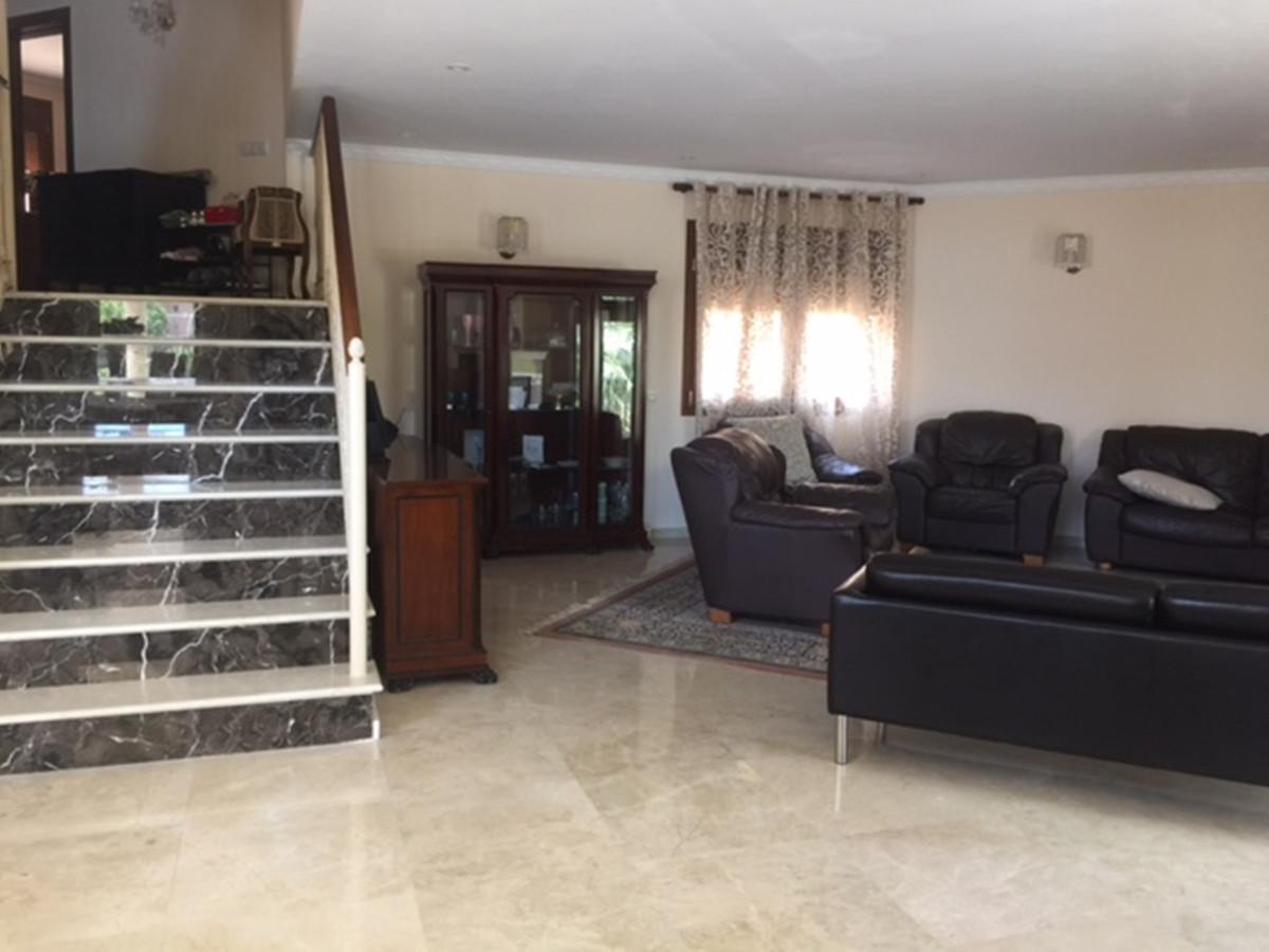 Villa con 5 Dormitorios en Venta Los Flamingos