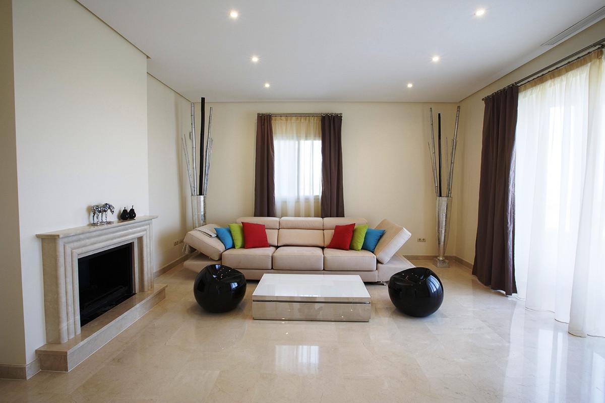 House in Selwo R3085240 10