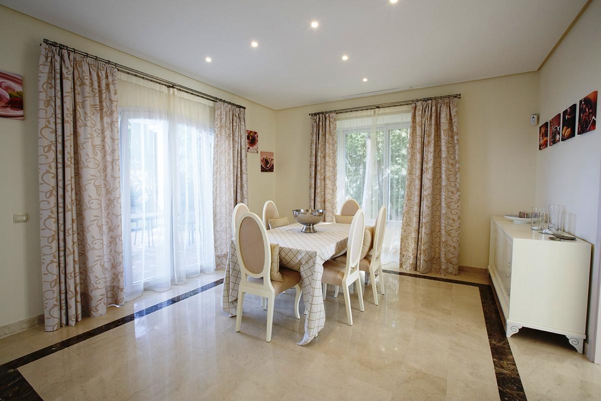 House in Selwo R3085240 11