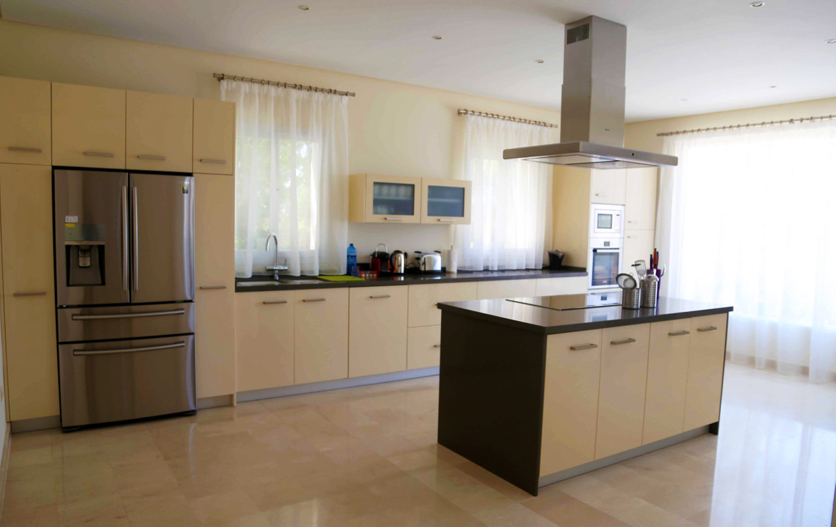 House in Selwo R3085240 12