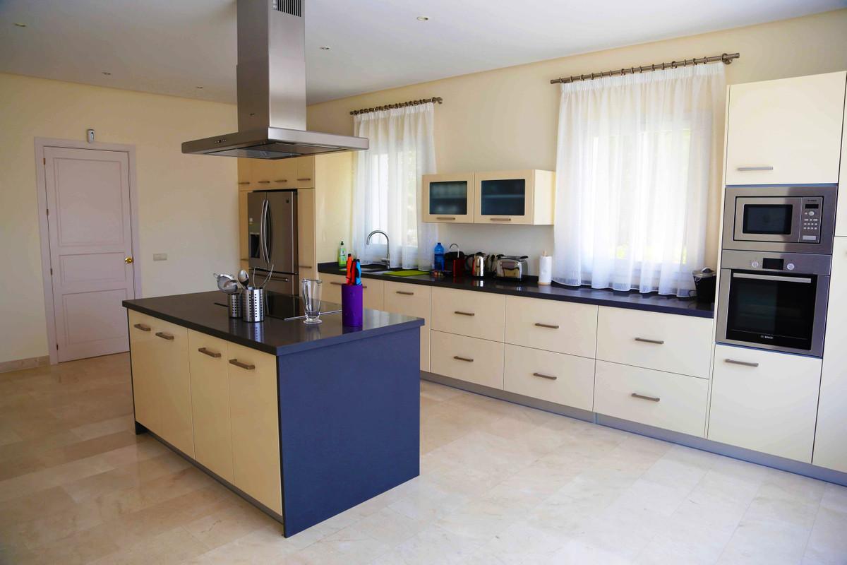 House in Selwo R3085240 13
