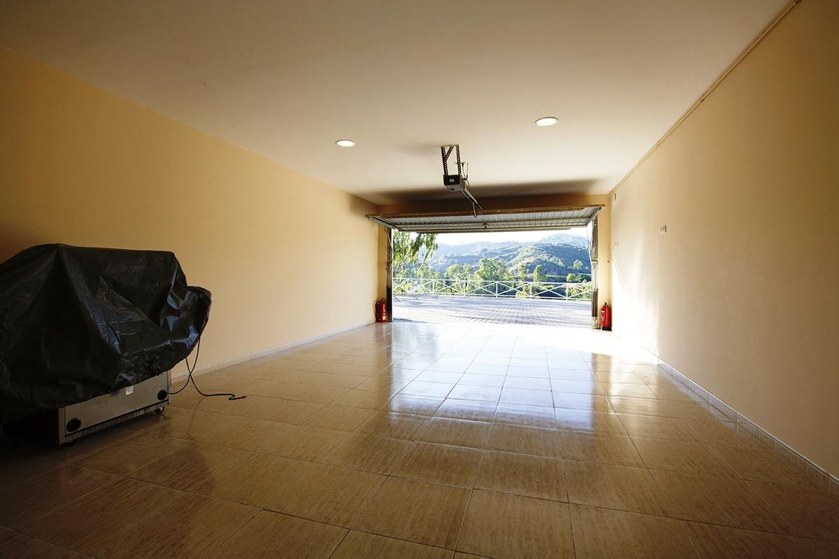 House in Selwo R3085240 27