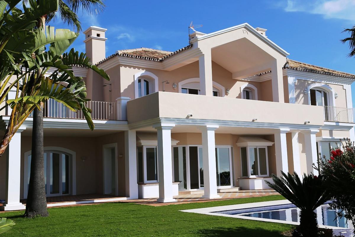 House in Selwo R3085240 3