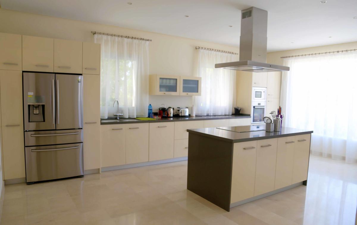 House in Selwo R3085240 32