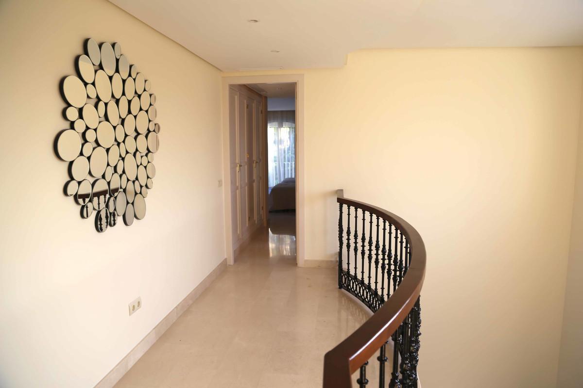 House in Selwo R3085240 36