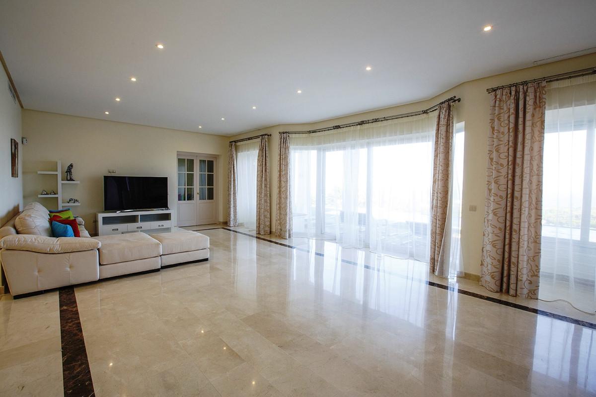 House in Selwo R3085240 9