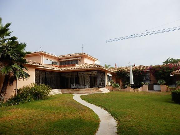 Villa Till salu i Guadalmina Baja R2952218