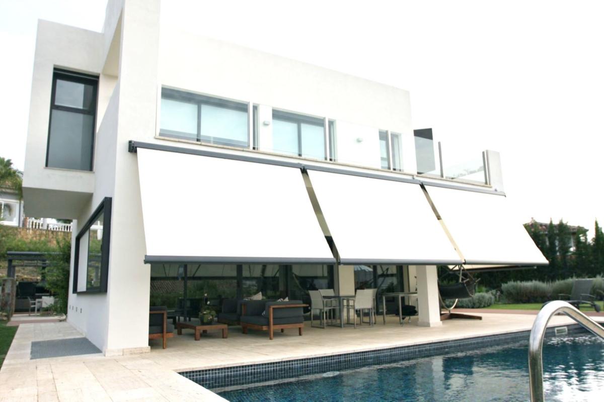 Detached Villa in Nueva Andalucía R3363112