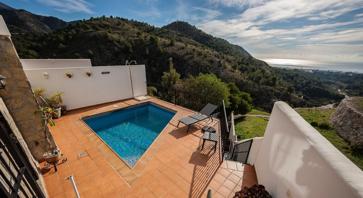 GREAT OPPORTUNITY! Bright and spacious house located in the sought after area of Puerto Blanquillo i,Spain