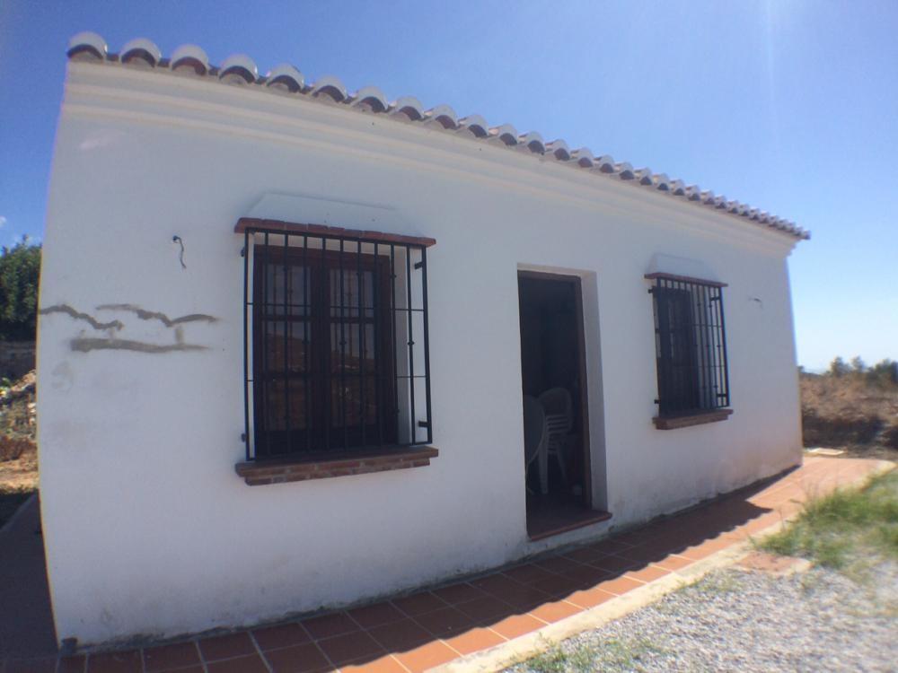 Cortijo located in the El Cerro area of the Frigiliana countryside. The property has an open plan ki,Spain