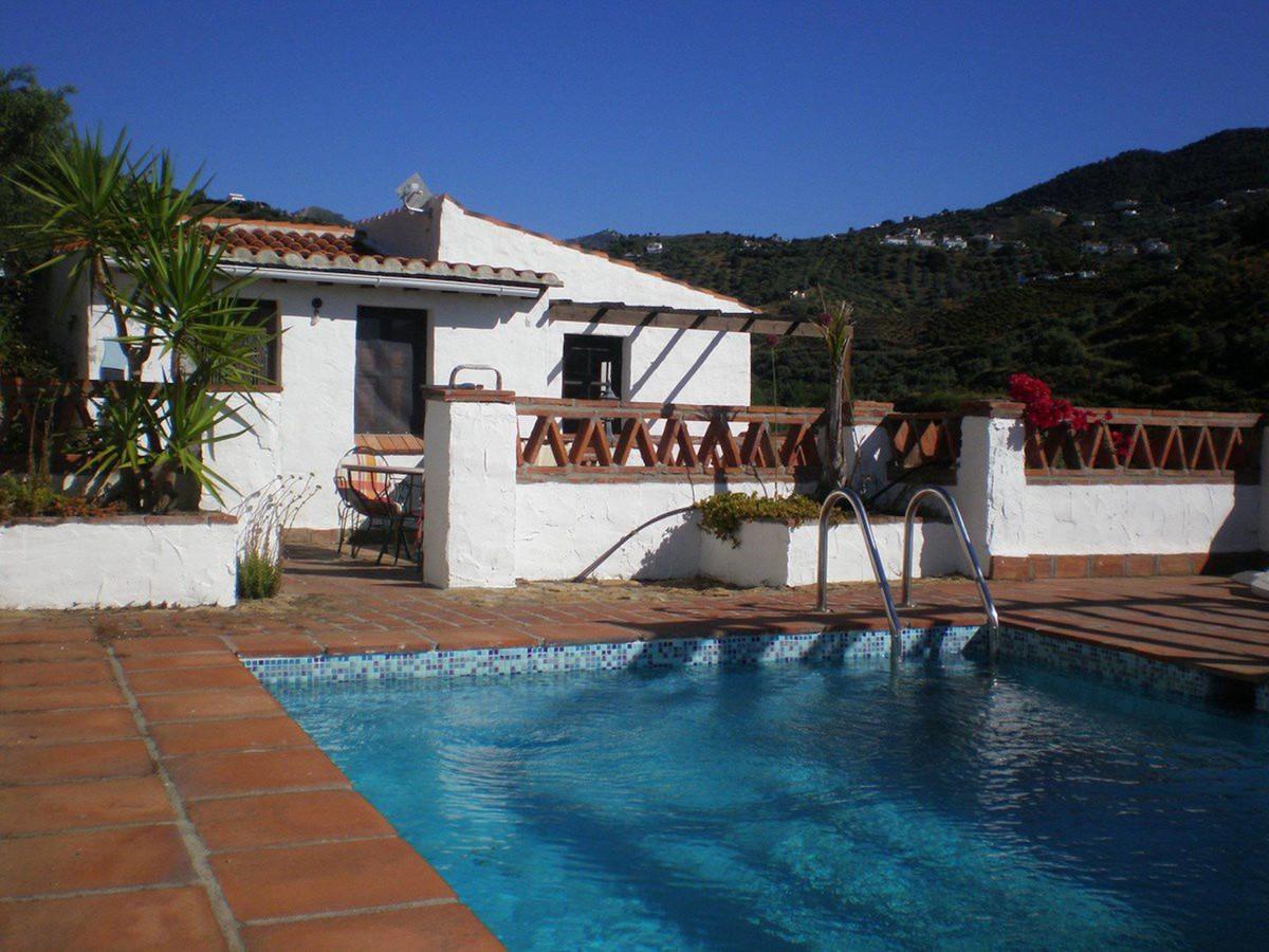 Detached Villa, Frigiliana, Costa del Sol East. 2 Bedrooms, 2 Bathrooms, Built 102 m², Garden/Plot 3,Spain