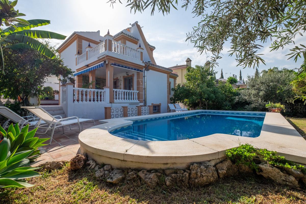 Detached Villa for sale in Nueva Andalucía R3713726