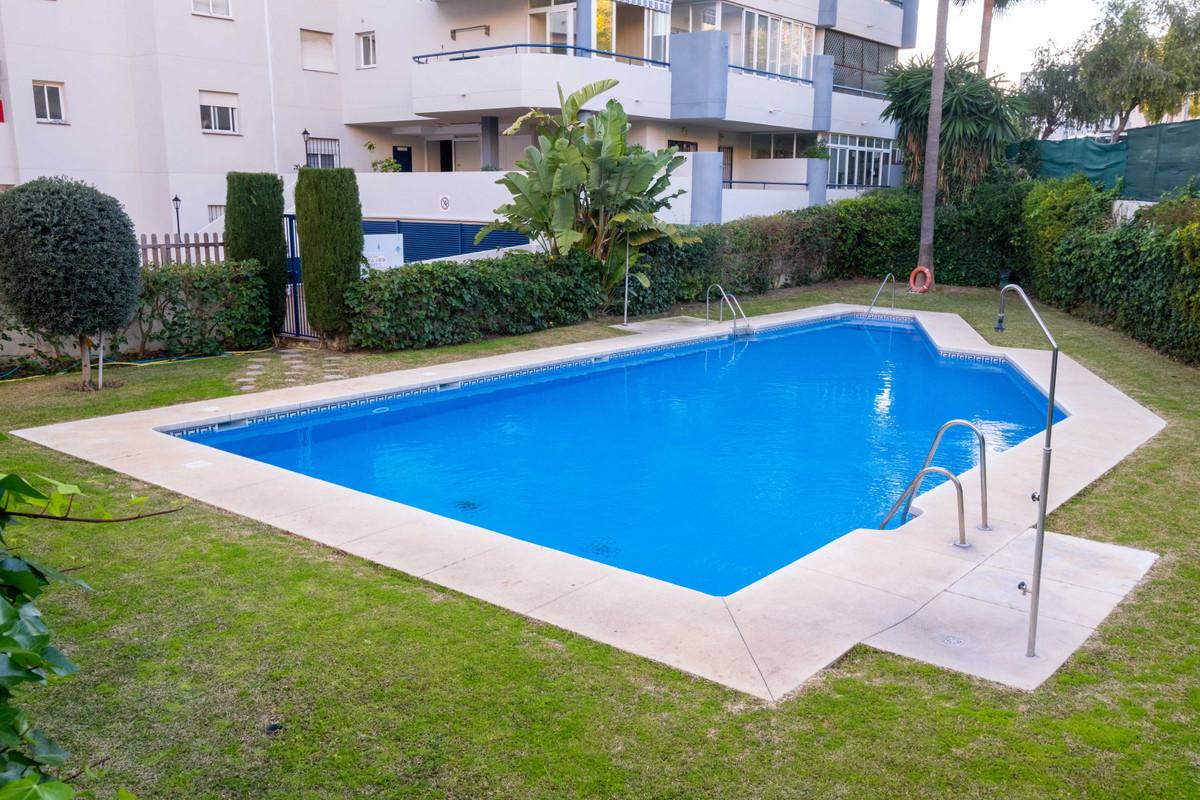 Apartment Middle Floor in Los Pacos, Costa del Sol