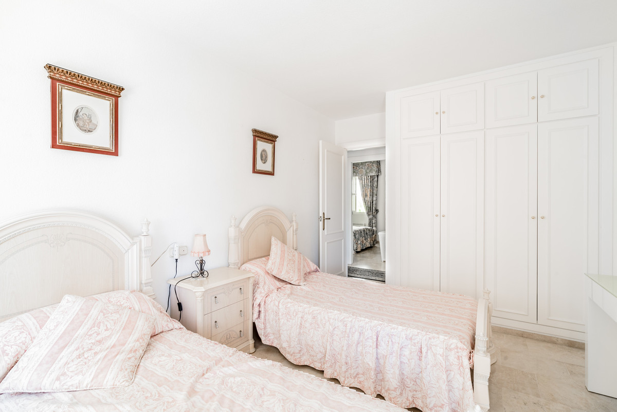 5 Bedroom Apartment for sale Los Boliches