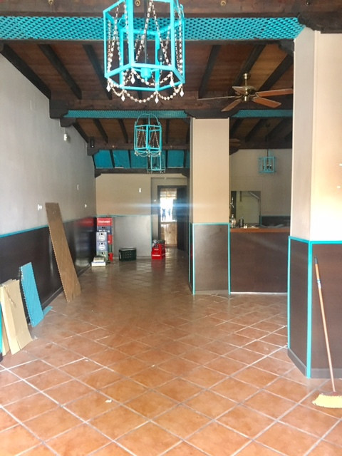 Local 80 square meters ideal for cafeteria, bar or teteria. It is very spacious, bright and clean, h,Spain
