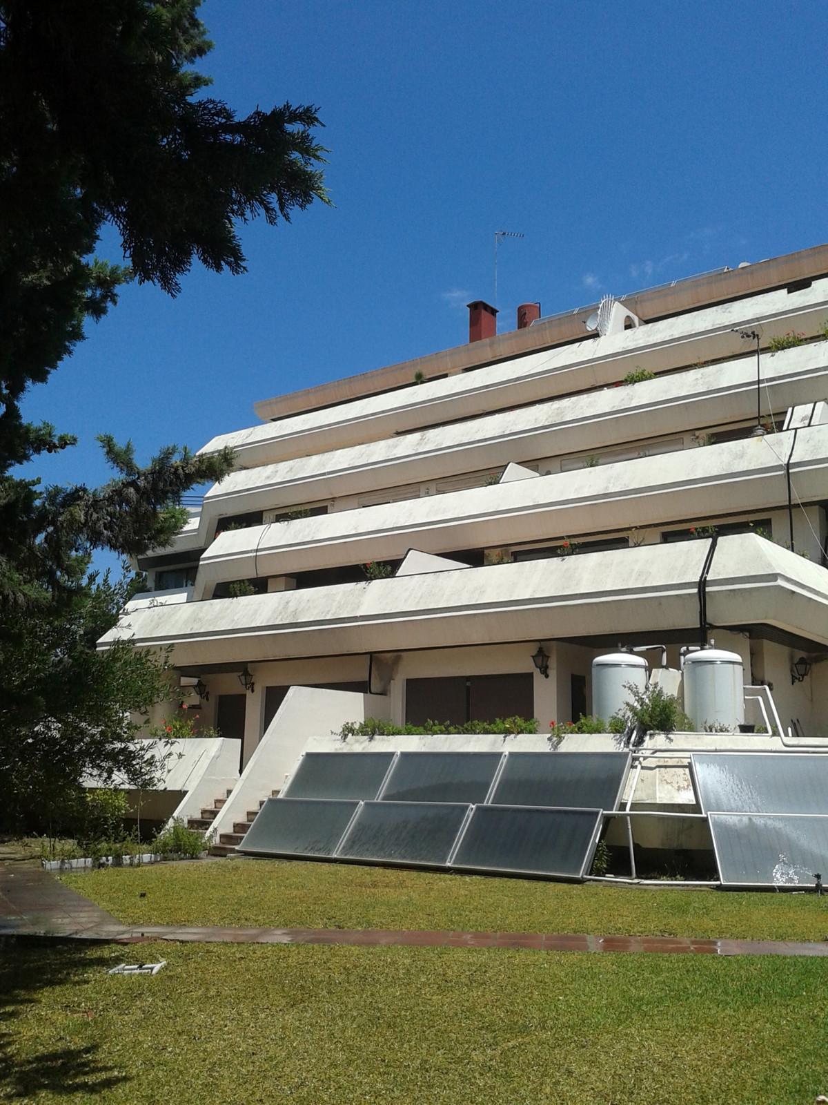 Commercial in Nueva Andalucía
