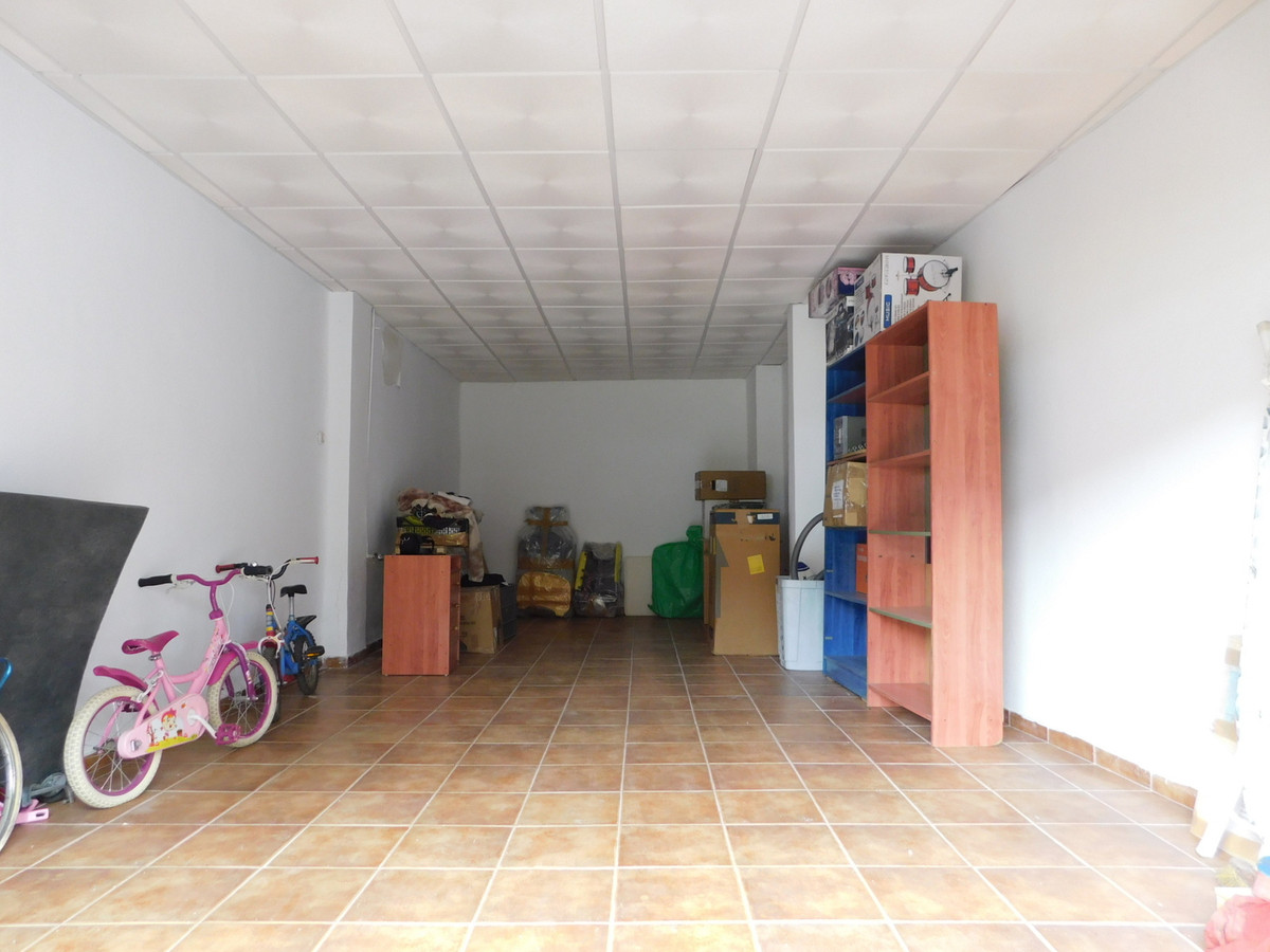 Commercial premises of 40 square meters, located in MALAGA CAPITAL. Near the train station. Ready fo,Spain
