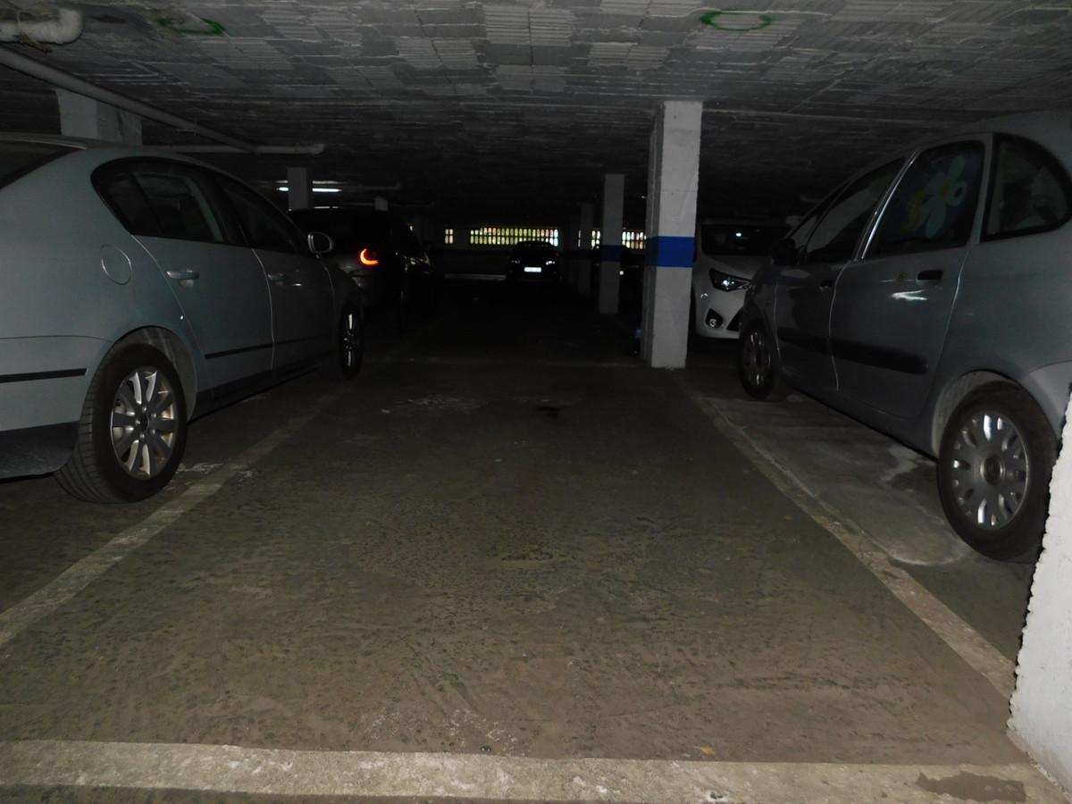 Garaje situado en zona comercial y de viviendas .Zona Huelin.,Spain