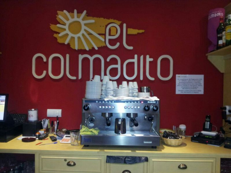 Se vende local comercial situado en lugar privilegiado, en primera linea del Puerto de Estepona, muy,Spain