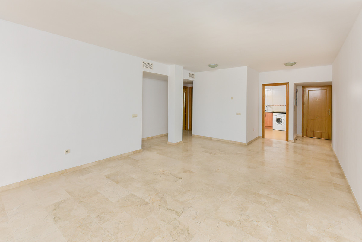 1 Bedroom Middle Floor Apartment For Sale Alozaina
