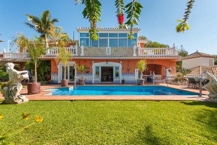 Detached Villa in Mijas Costa R3257533