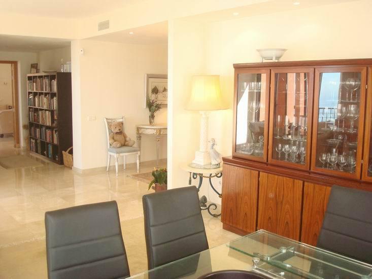 Apartment in Calahonda R13370 10