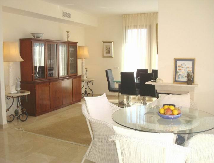 Apartment in Calahonda R13370 11