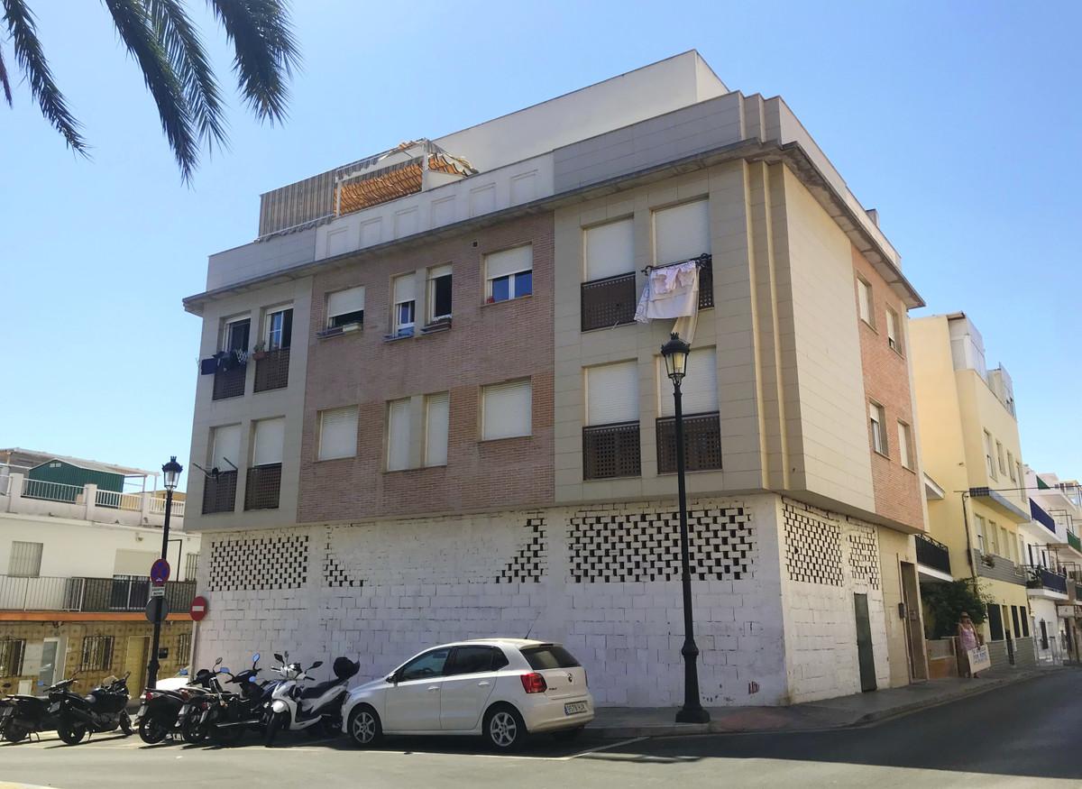 FANTASTIC BARGAIN in Las Lagunas!! This embargoed apartment has 1 bedroom + 1 bathroom, marble floor,Spain