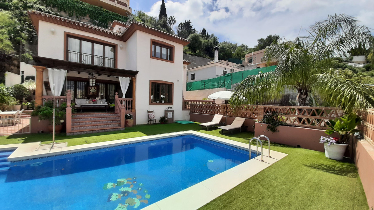 Detached Villa, Mijas Costa, Costa del Sol. 4 Bedrooms, 3.5 Bathrooms, Built 403 m², Terrace 110 m²,,Spain