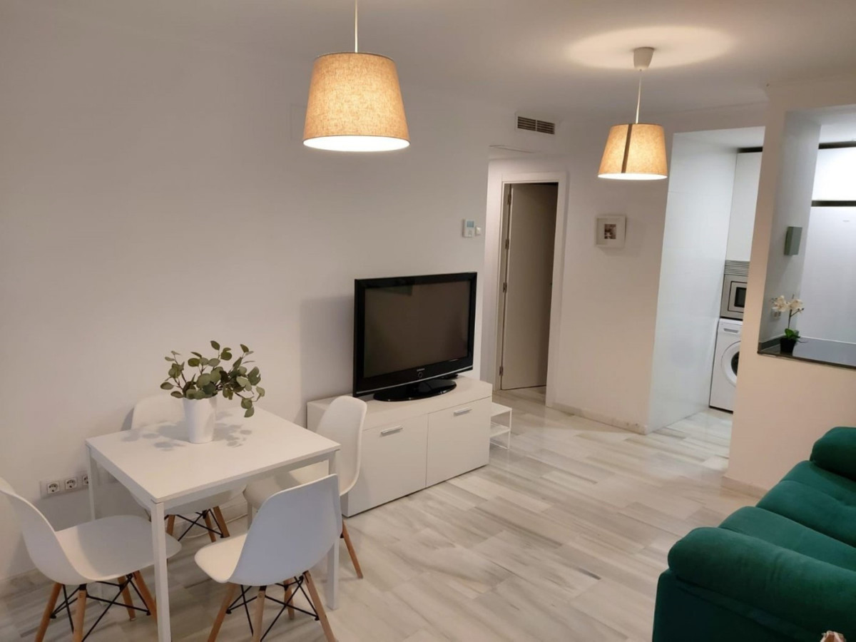 Middle Floor Apartment, Fuengirola, Costa del Sol. 2 Bedrooms, 2 Bathrooms, Built 66 m².  Setting : ,Spain