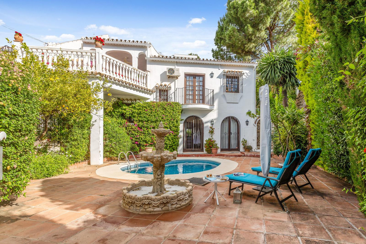 Detached Villa, Mijas, Costa del Sol. 4 Bedrooms, 4.5 Bathrooms, Built 330 m², Terrace 155 m², Garde,Spain