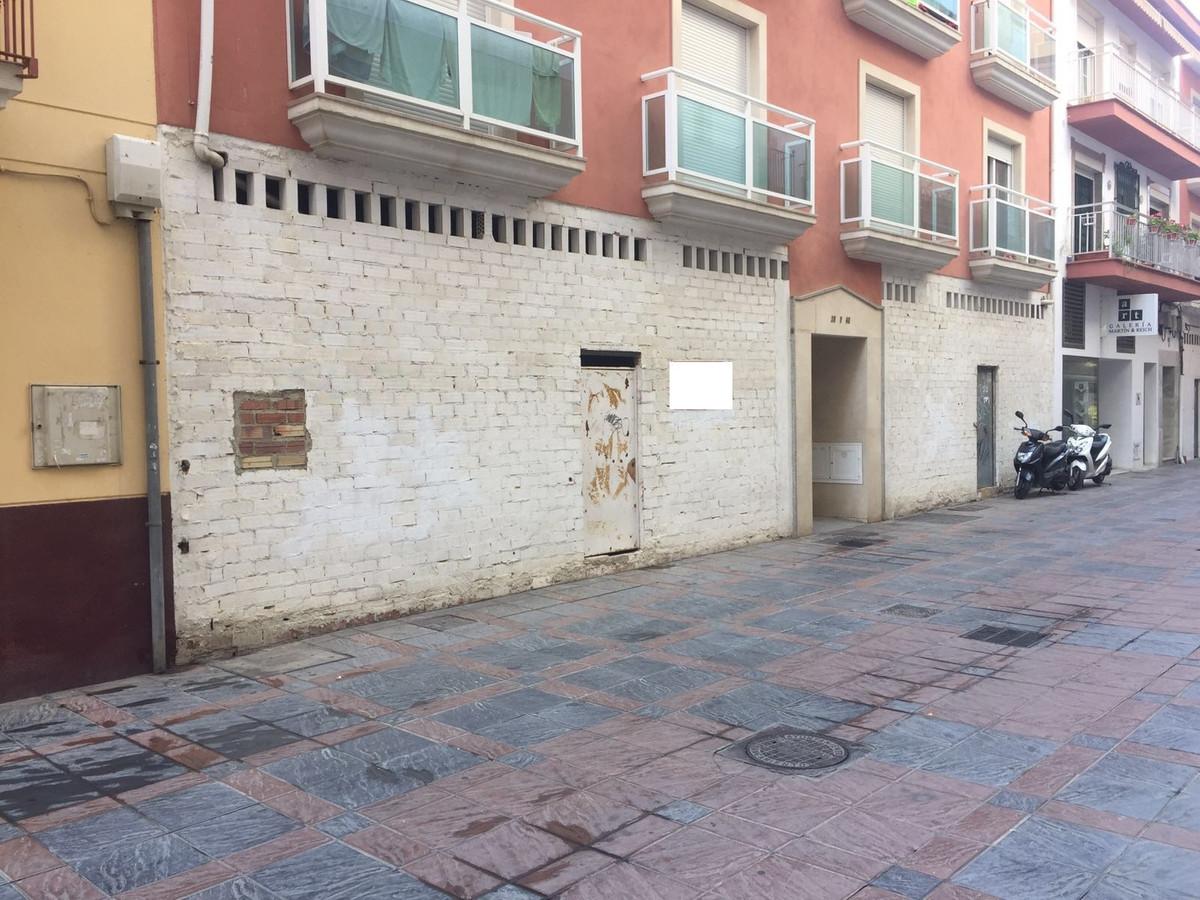 Business, Fuengirola, Costa del Sol. Built 100 m².  Setting : Town, Commercial Area, Beachside, Clos,Spain
